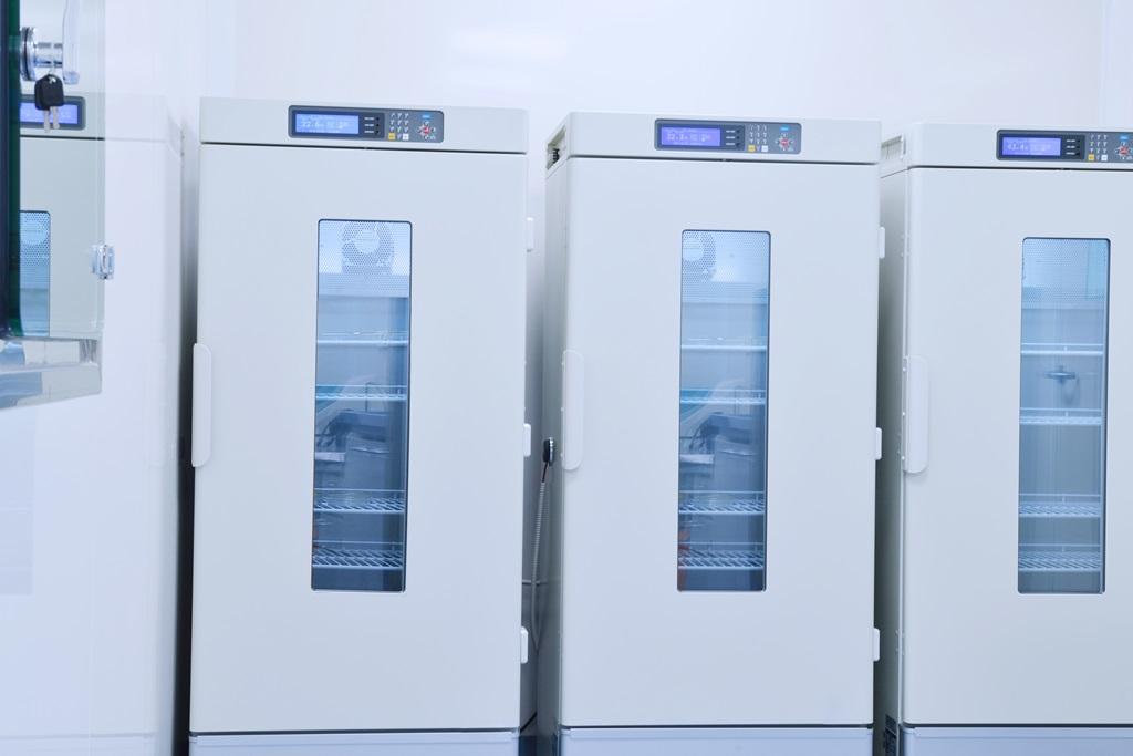 Enceinte thermostatique pour stockage produit de santé thermosensible